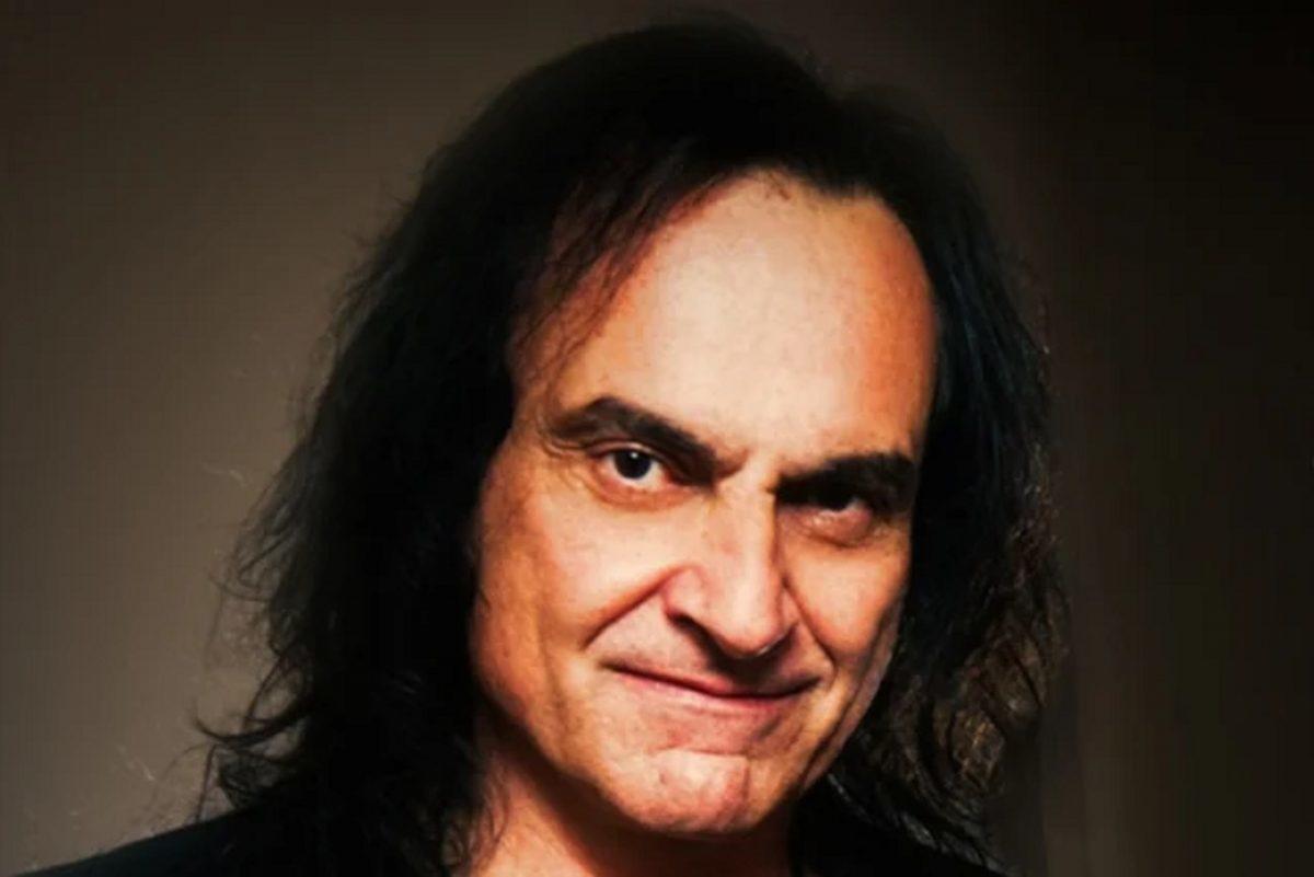 """Vinny Appice dit que le Rock & Roll Hall of Fame est """"une blague"""" ; Ronnie James Dio """"aurait dû être intronisé"""""""