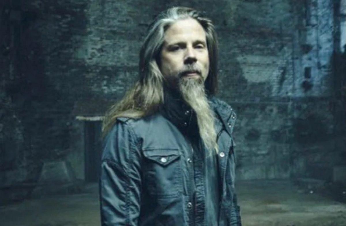 """Chris Adler est """"enthousiaste"""" d'entendre le nouvel album de Lamb Of God, il dit avoir laissé sa place """"entre de bonnes mains"""""""