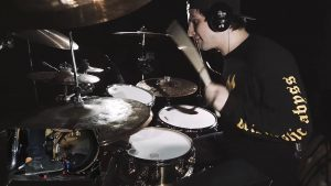 Regardez le batteur de Shadow Of Intent jouer du Metal bien technique !