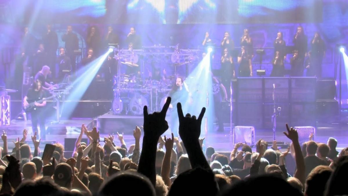 Regardez Dream Theater jouer 27 minutes de Metal Progressif grandiose sur scène !