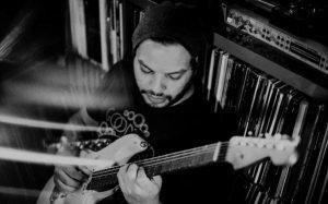 Misha Mansoor de Periphery va sortir 10 albums de Bulb (projet solo)