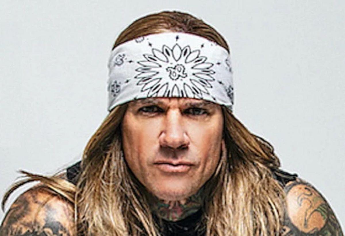 """Stix Zadinia de Steel Panther déclare qu'il est """"époustouflant"""" qu'Iron Maiden et Judas Priest n'aient pas encore été intronisés dans le Rock Hall"""