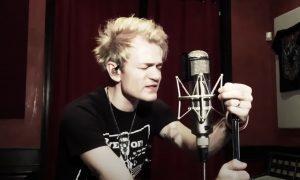 Écoutez le frontman de Sum 41 jouer Blood In My Eyes en studio