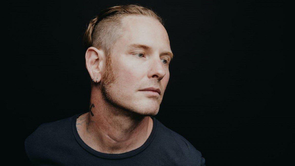 """Corey Taylor (Slipknot/Stone Sour) explique pourquoi il était """"évident"""" d'appeler son premier album solo CMFT"""