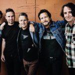 Pearl Jam rend hommage à neuf fans qui sont morts lors d'un concert il y a 20 ans