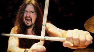 Gene Hoglan parle de Metallica qui s'est inspiré de ses rythmes de batterie pour écrire One