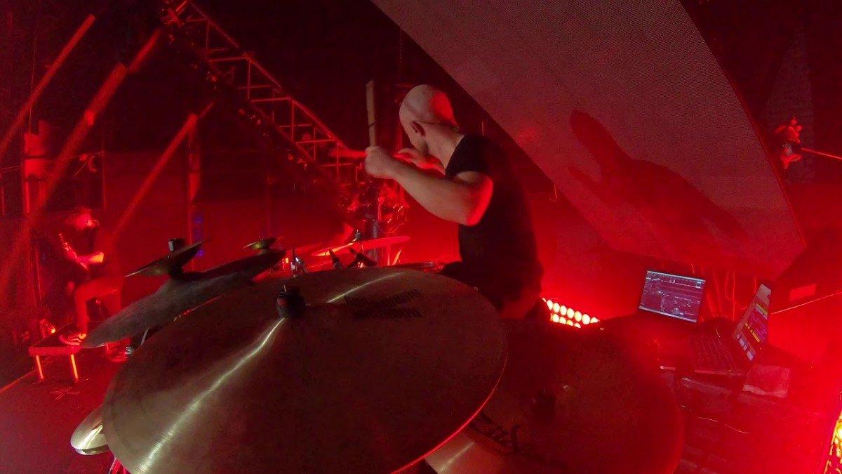 Regardez le batteur de Jinjer se déchaîner en jouant Pit of Consciousness en live !