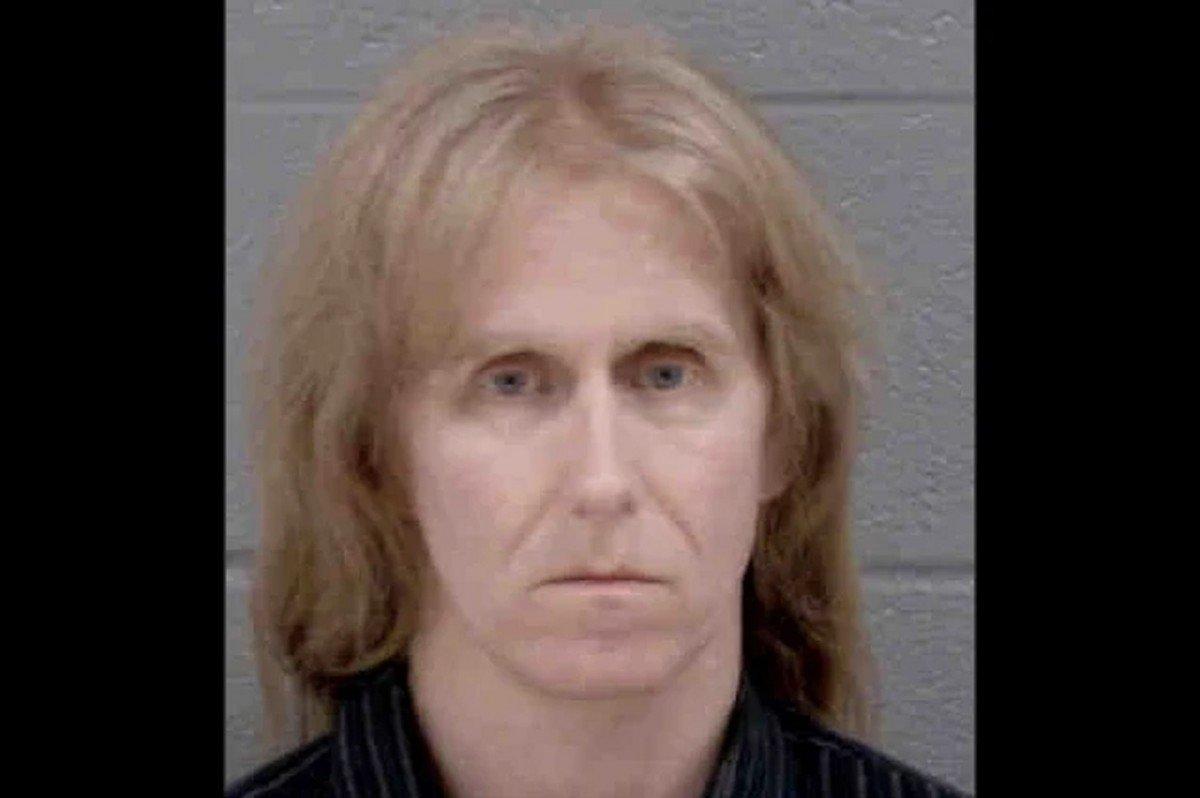 L'ancien guitariste de Manowar, Karl Logan, risque 25 ans de prison après avoir admis qu'il avait téléchargé du contenu pédopornographique