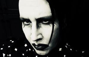 """Marilyn Manson dit aux fans de se """"préparer"""""""