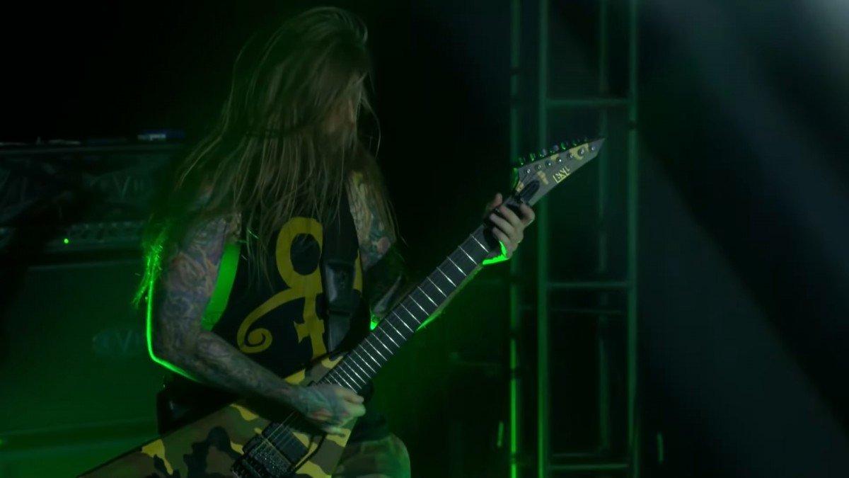 Regardez Suicide Silence jouer Unanswered dans le cadre de sa tournée mondiale virtuelle