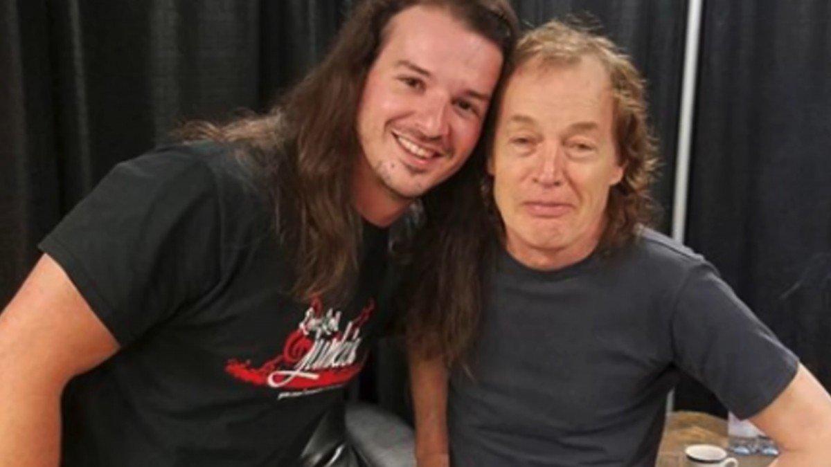 AC/DC : Cet homme a perdu son emploi afin de passer une audition pour devenir le chanteur du groupe de Rock