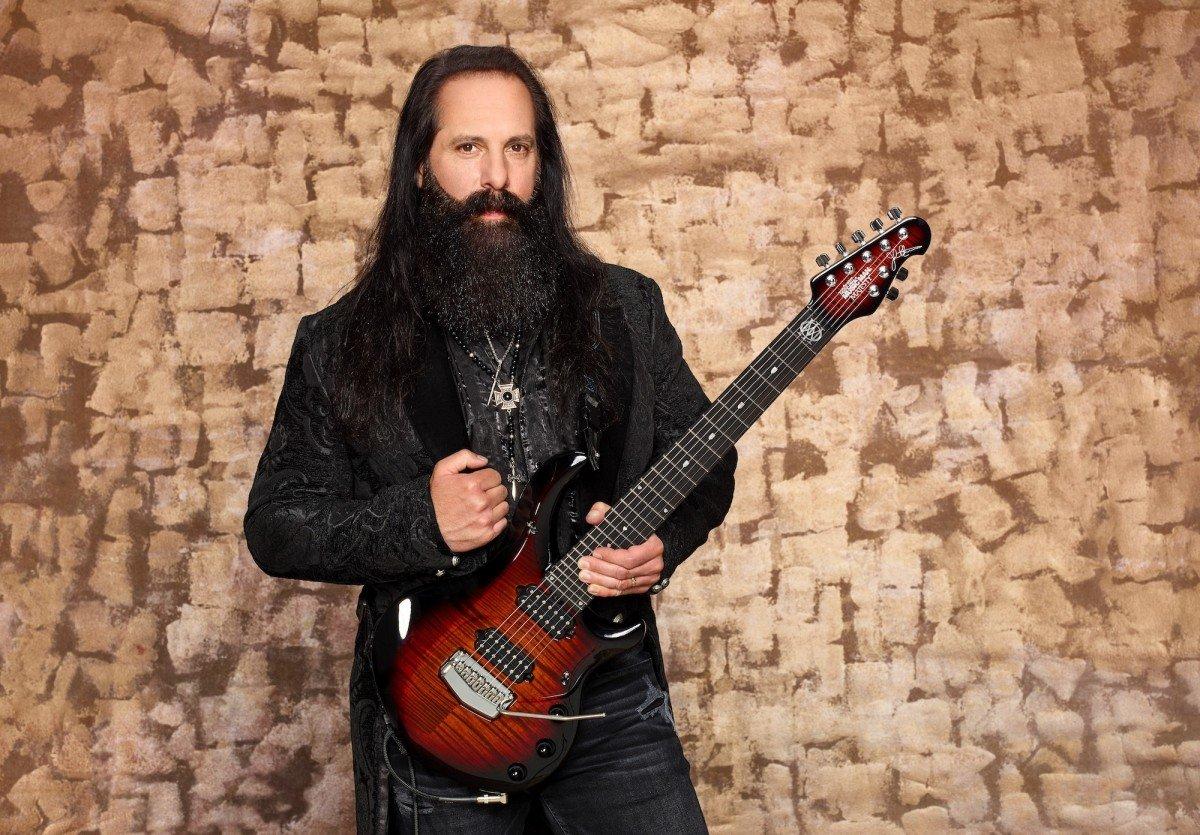 Regardez John Petrucci de Dream Theater et Mike Portnoy réunis dans le clip vidéo de Terminal Velocity !