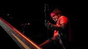"""Nikki Sixx de Mötley Crüe dit qu'il est """"le bassiste le plus sous-estimé de tous les temps"""""""
