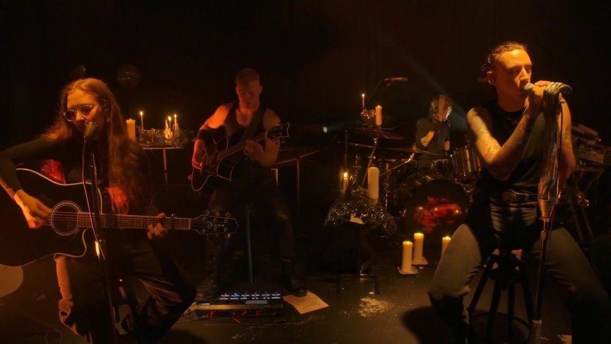 Regardez Under The Skin, la nouvelle performance acoustique de Code Orange