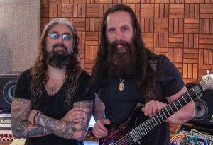 """John Petrucci de Dream Theater déclare que """"les gens sont vraiment heureux"""" de ses retrouvailles musicales avec Mike Portnoy"""