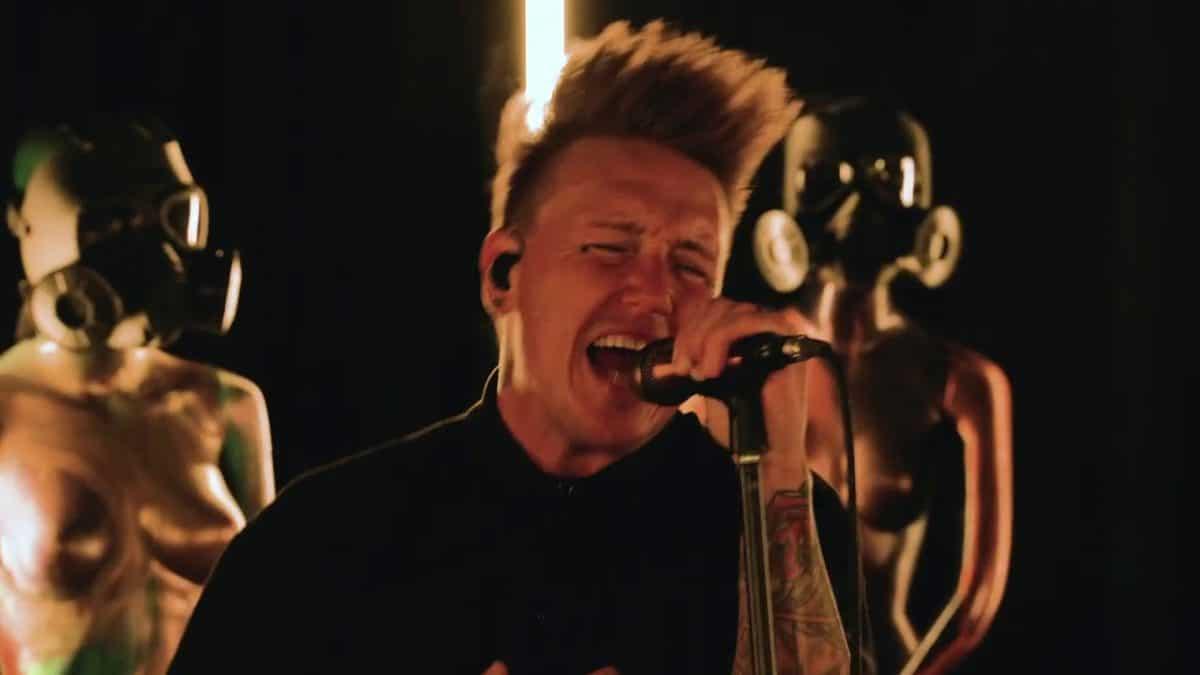 Regardez Papa Roach jouer Never Enough dans le cadre de Infest In-Studio