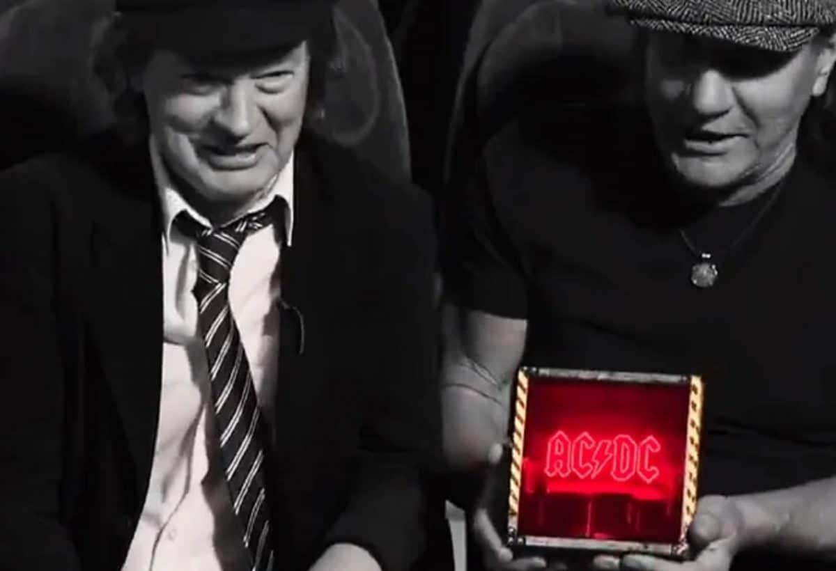 AC/DC : Premier aperçu de la boîte lumineuse deluxe de Power Up