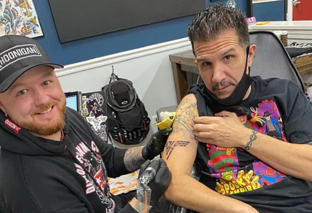 Charlie Benante de Anthrax s'est fait tatouer en l'honneur d'Eddie Van Halen