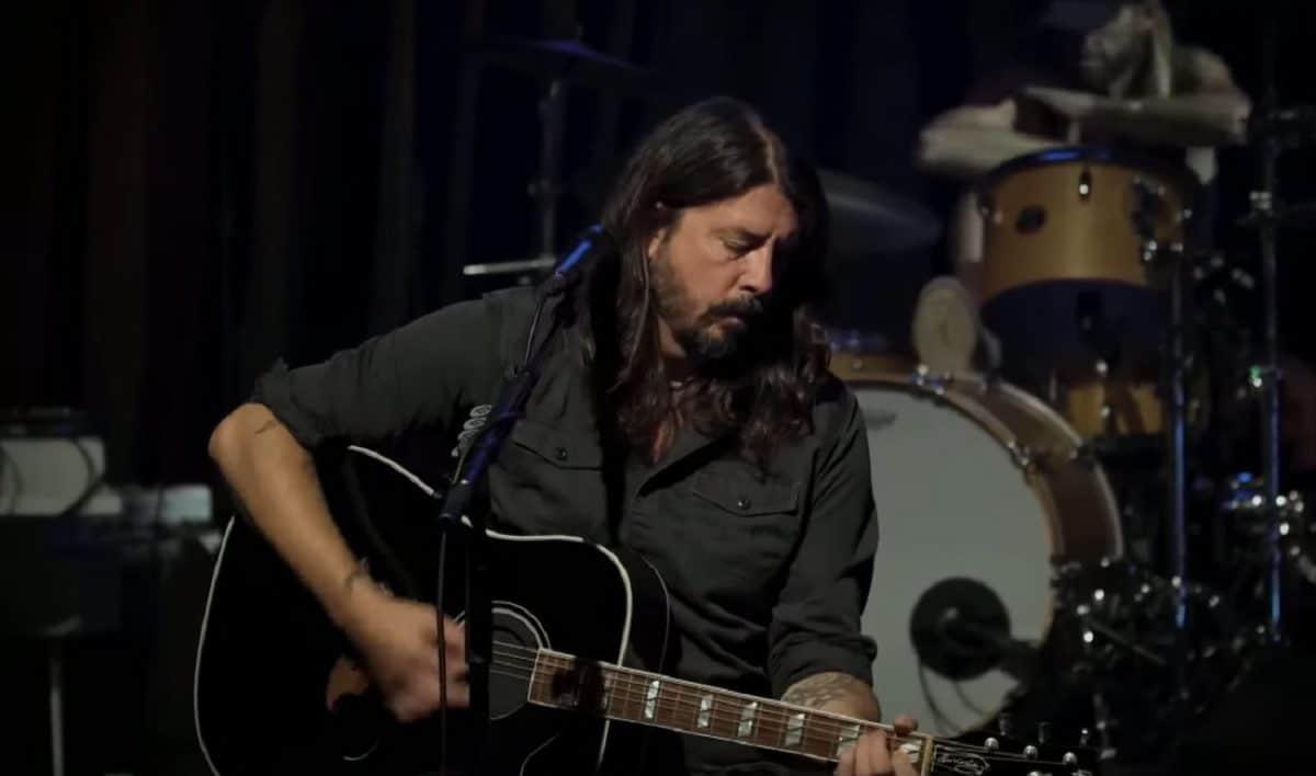 Regardez Foo Fighters jouer un concert acoustique au Troubadour
