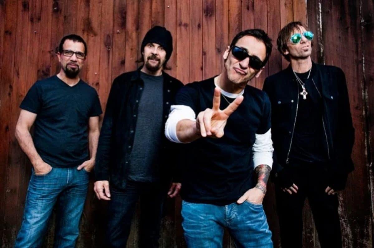 Godsmack reçoit un disque de platine pour son single Bulletproof