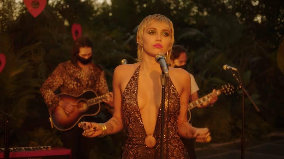 Miley Cyrus a repris Just Breathe de Pearl Jam en live