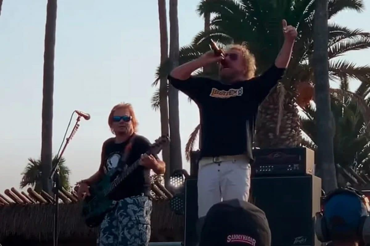 Regardez Sammy Hagar et Michael Anthony jouer Right Now en hommage à Eddie Van Halen