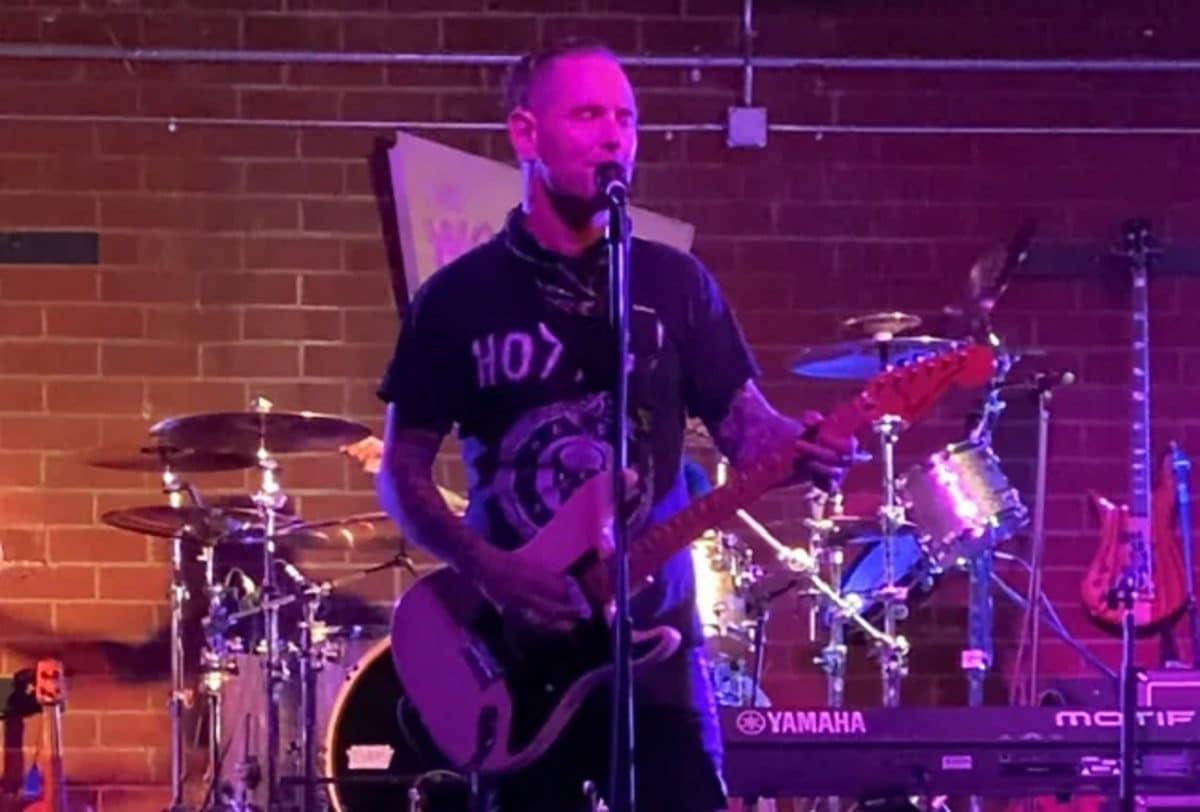 """Corey Taylor (Slipknot/Stone Sour) donne un concert """"socialement distant"""" devant 12 personnes et qualifie l'expérience d'""""incroyable"""""""