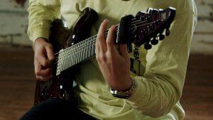 Regardez Aaron Marshall jouer le dernier single de Intervals, String Theory (feat. Marco Sfogli)
