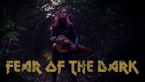 Regardez la joueuse de vielle à roue de Eluveitie interpréter Fear Of The Dark de Iron Maiden