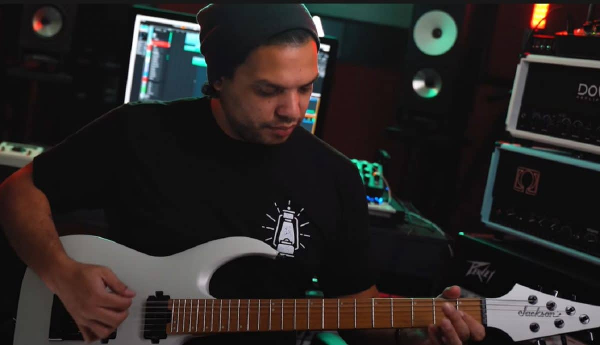 Regardez Misha Mansoor de Periphery faire une démo de One Kit Wonder : Aggressive Rock