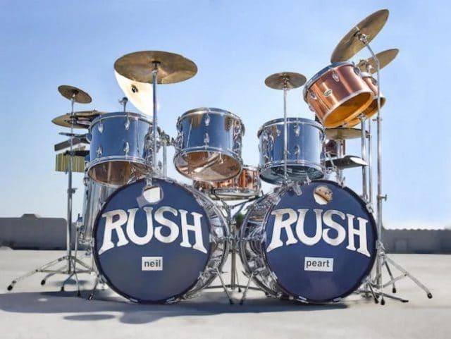 La batterie de Neil Peart de Rush, utilisée de 1974 à 1977, est mise aux enchères