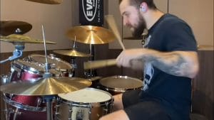 """Regardez Eloy Casagrande, le batteur de Sepultura, """"se battre contre son métronome"""""""