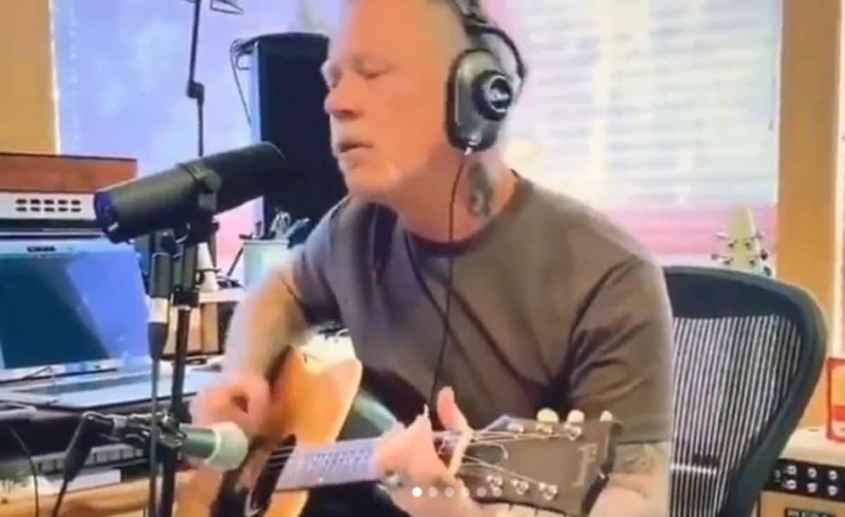 Regardez James Hetfield de Metallica jouer une version acoustique de Turn The Page de Bob Seger en live !