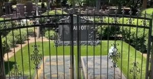 Une clôture protectrice érigée autour des tombes des légendes de Pantera, Dimebag et Vinnie Paul