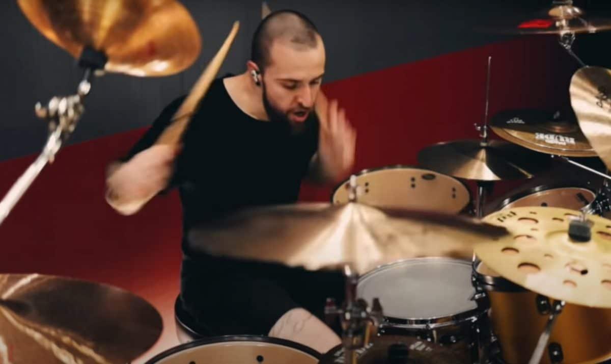 Regardez Eloy Casagrande de Sepultura jouer The Heretic Anthem de Slipknot !