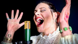 Regardez Floor Jansen de Nightwish reprendre Adagio de Lara Fabian