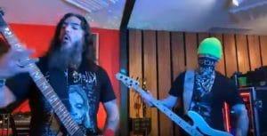 Regardez Robb Flynn et Jared MacEachern de Machine Head reprendre du Iron Maiden, Metallica et System Of A Down