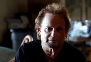 """Michael Anthony dit qu'il n'a jamais pu se réconcilier avec Eddie Van Halen : """"Ça me dérange"""""""