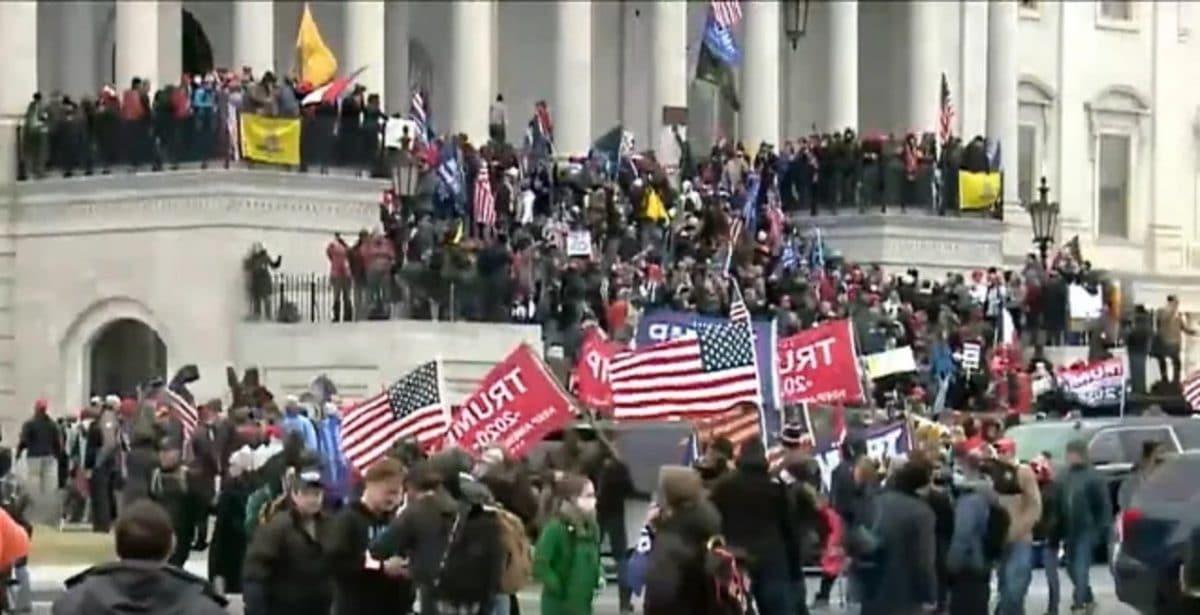 """Des rockers réagissent aux manifestants pro-Trump qui prennent d'assaut le Capitole : """"C'est de la folie pure"""""""