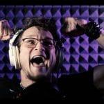 Regardez Justin Bonitz de Tallah chanter L.E.D. en une seule prise !