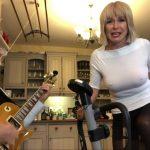 Toyah et Robert Fripp étonnent la toile avec leur étrange reprise de Enter Sandman de Metallica