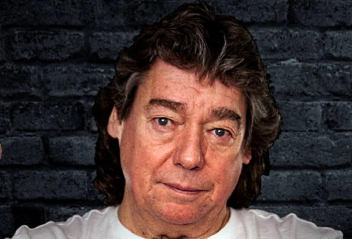 L'ancien guitariste de Iron Maiden, Dennis Stratton, encourage les fans à ignorer Bruce Dickinson et à voter pour le groupe au Rock And Roll Hall Of Fame
