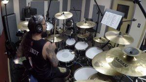 Regardez Mike Portnoy jouer le nouveau single de Liquid Tension Experiment sur son énorme batterie !