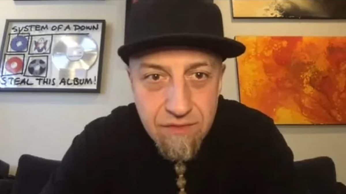 """Selon Shavo Odadjian, le """"manque de compréhension entre les membres du groupe"""" est responsable de l'absence d'un nouvel album de System Of A Down"""