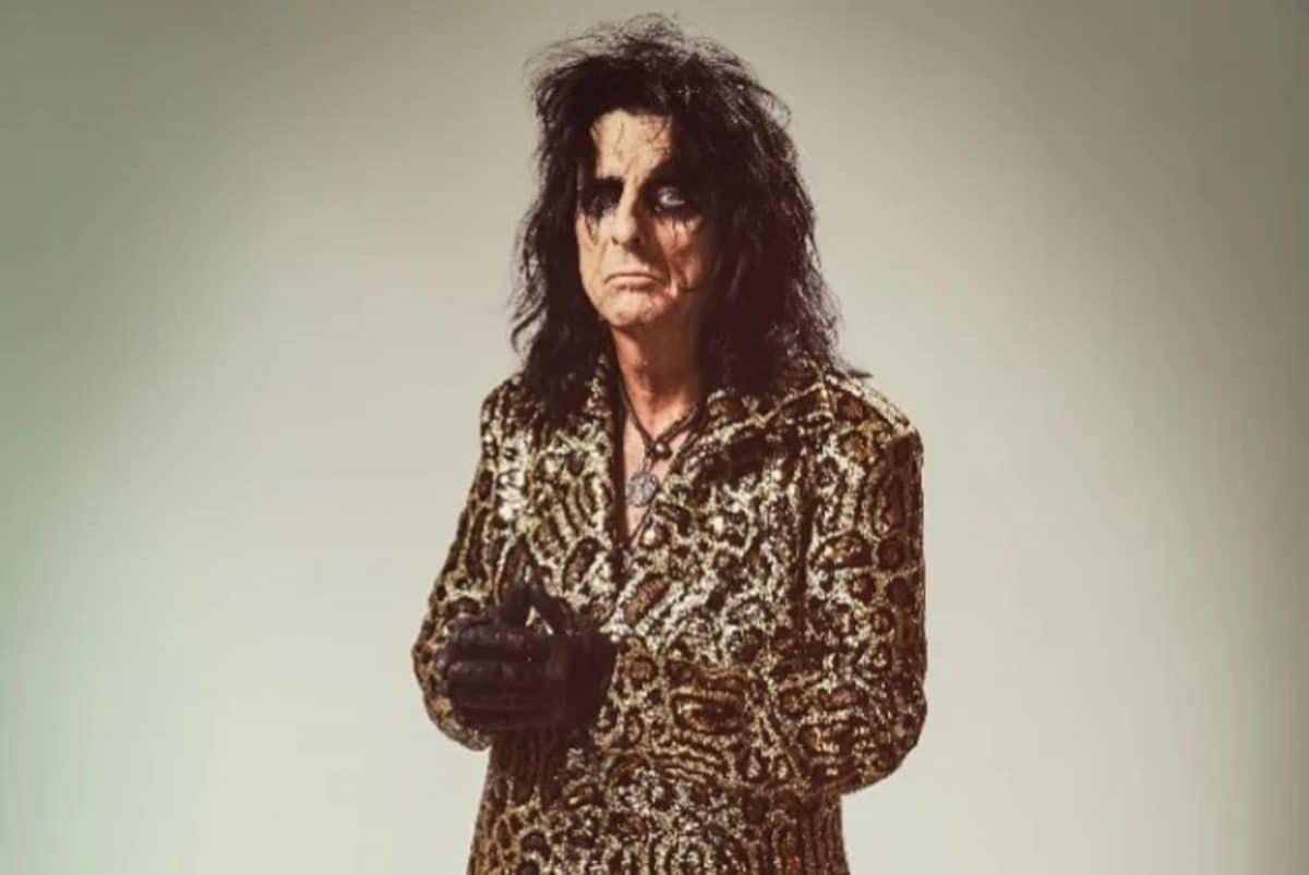 Alice Cooper ne croit pas que le Rock est mort, et dit qu'il aimerait bien que Gene Simmons s'occupe de ses impôts