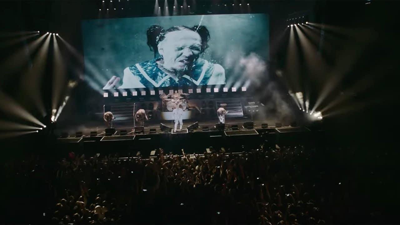Lindemann (avec Till Lindemann de Rammstein) publie une vidéo live de Allesfresser, tirée de son prochain Blu-ray
