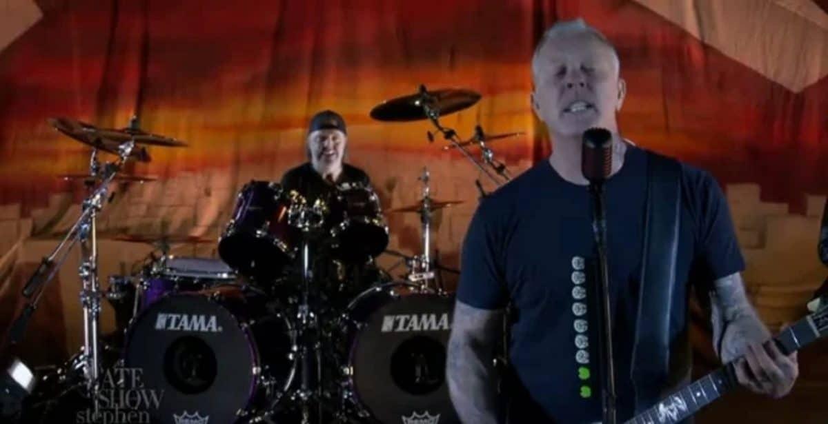 Metallica célèbre le 35e anniversaire de Master of Puppets en jouant Battery lors du Late Show With Stephen Colbert