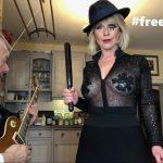 Robert Fripp de King Crimson et sa femme font une reprise de Britney Spears