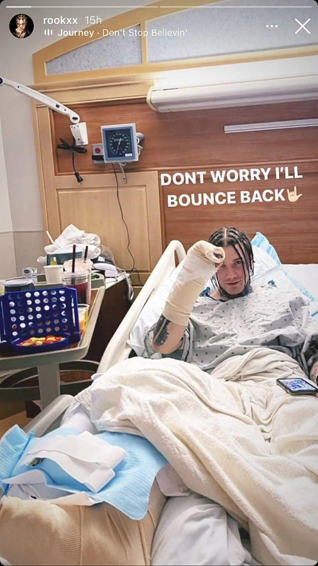 Le batteur live de Machine Gun Kelly hospitalisé après avoir été attaqué, volé et percuté par une voiture