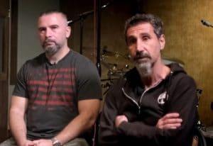 """Serj Tankian de System Of A Down : """"J'aime et je respecte beaucoup John Dolmayan, mais pas ses opinions politiques concernant les États-Unis"""""""